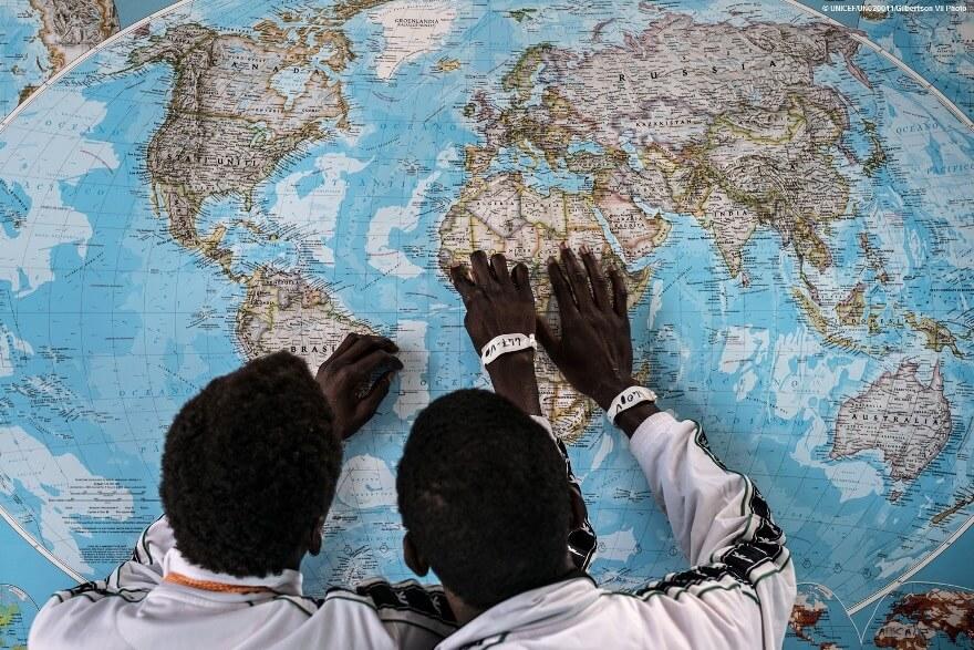 La primera intención de los niños que migran desde África no es llegar a Europa