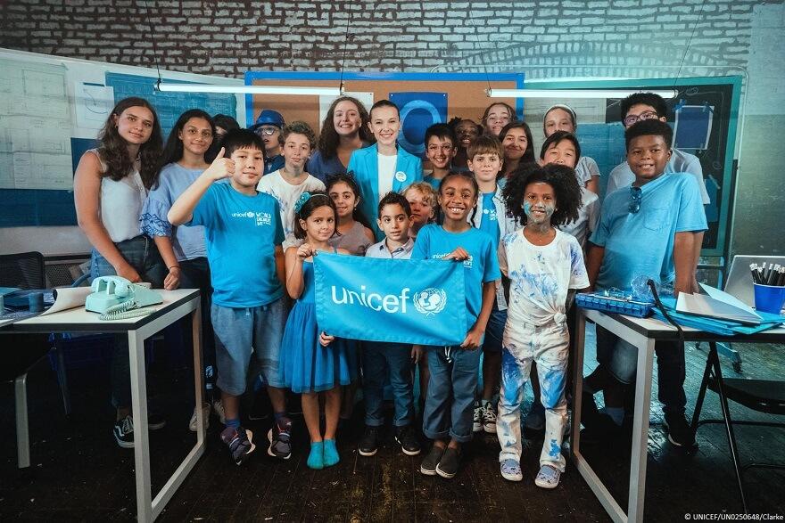 """Día Mundial de los Niños: Millie Bobby """"Blue"""" encabeza el elenco de estrellas del nuevo vídeo de UNICEF"""