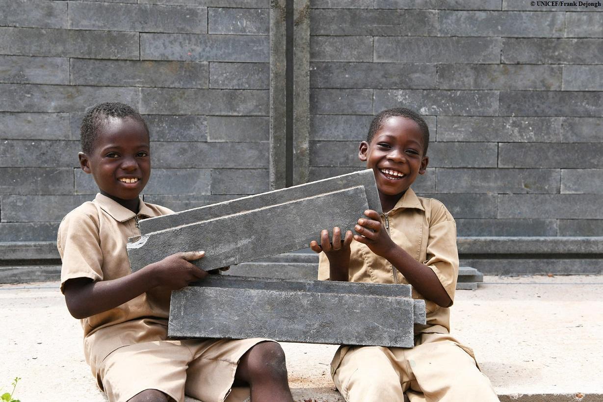 Escuelas con ladrillos de plástico reciclado