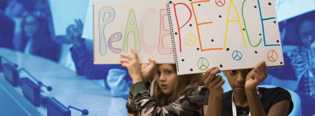 https://www.unicef.es/sites/unicef.es/files/styles/large_screen_wide_desktop_1199px/public/paragraph-banner/unicef-educa-dias-mundiales-dia-escolar-no-violencia-paz-banner1.jpg?itok=qcadMMr7