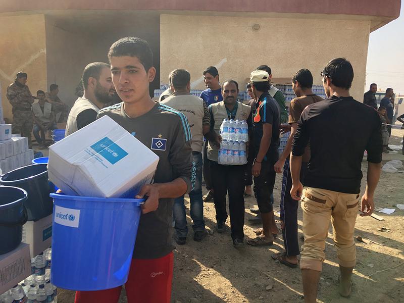 Mosul: distribuimos agua potable en el frente de batalla